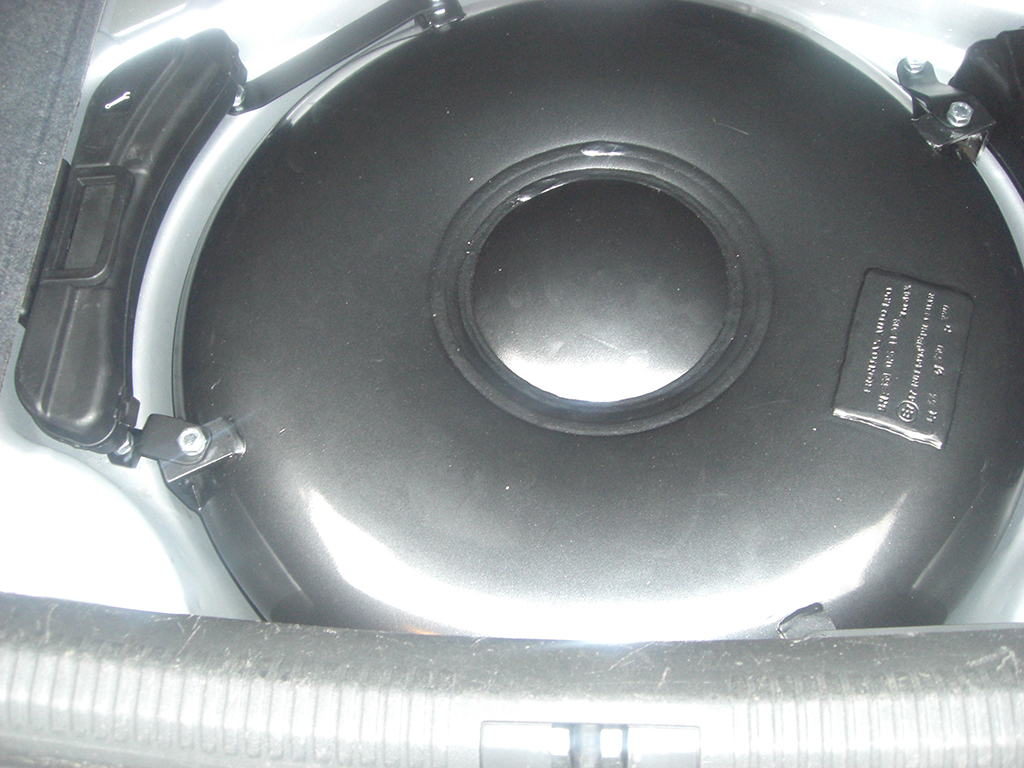 Autogas-Umruestung-LPG-Frontgas-Audi-A4-16-Tank