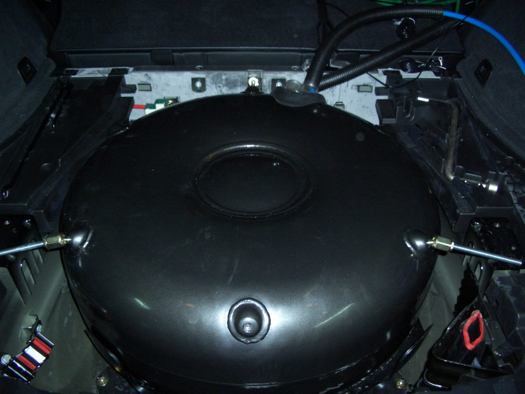 Autogas-Umruestung-LPG-Frontgas-BMWX5-3,0i-Tank