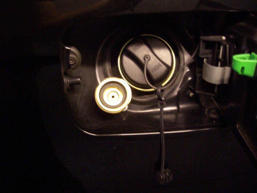 Autogas-Umruestung-LPG-Frontgas-BMWX5-3,0i-Tankstutzen