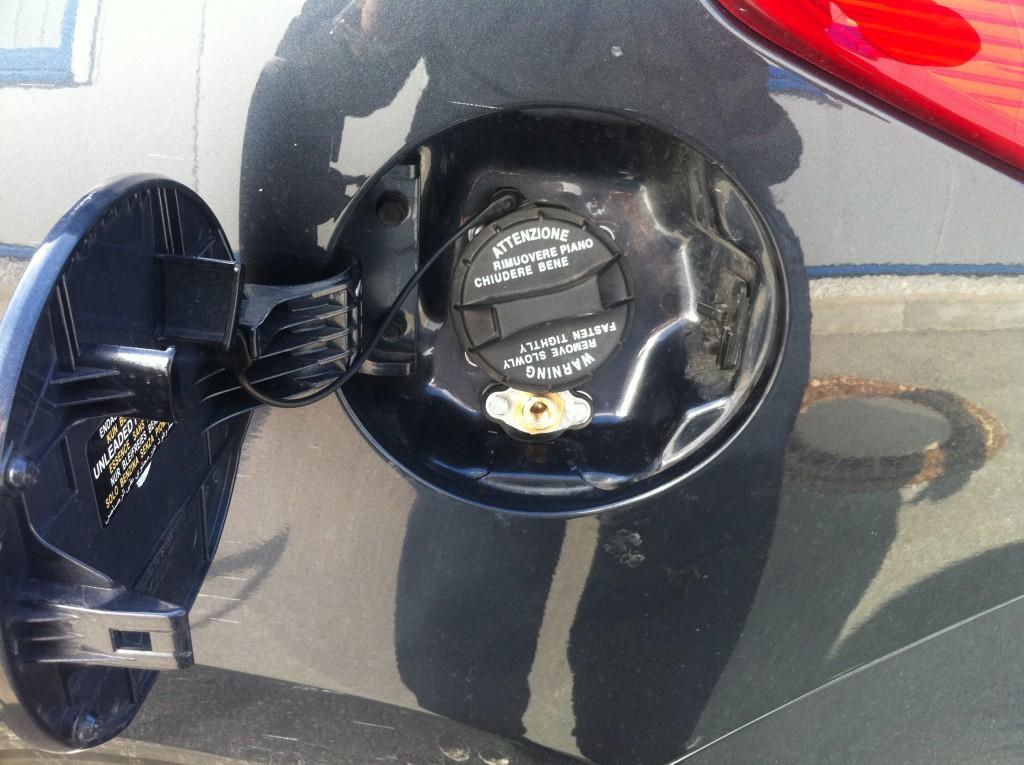 Autogas-Umruestung-LPG-Frontgas-Hyundai-IX35-20-Tankstutzen-1024x765