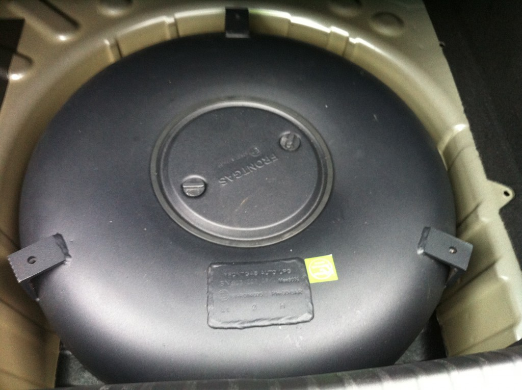 Autogas-Umruestung-LPG-Frontgas-Peugeot-308-Tank-1024x765