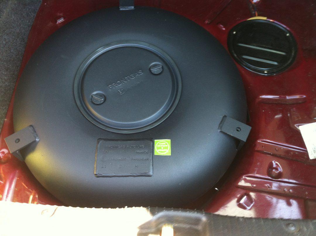 Autogas-Umruestung-LPG-Frontgas-VW-Golf3-1,8-Tank