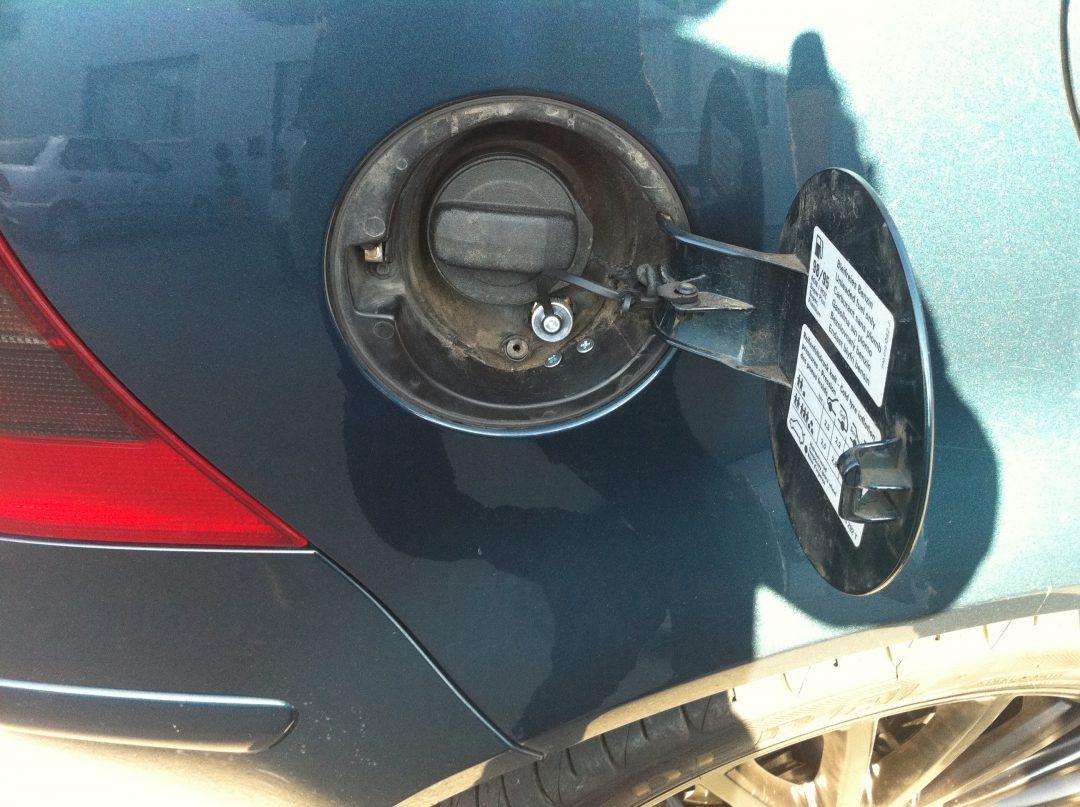 Autogas-Umruestung-LPG-Frontgas-VW-Golf4-VR6-Tankstutzen