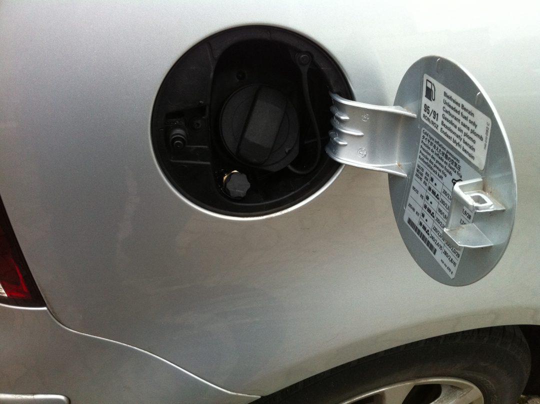 Autogas-Umruestung-LPG-Frontgas-VW-Polo-1,4-9N-Tankstutzen