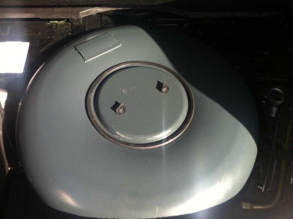 Autogas-Umruestung-LPG.Frontgas-Porsche-Cayenne-S-Tank-1024x765