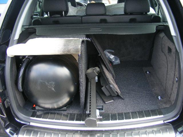 Autogas-Umruestung-LPG.Frontgas-Porsche-Cayenne-S-Tank2