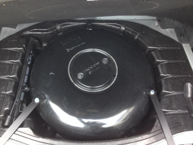Autogas-Umruestung-LPG-Frontgas-Mercedes-S320-W220-Tank
