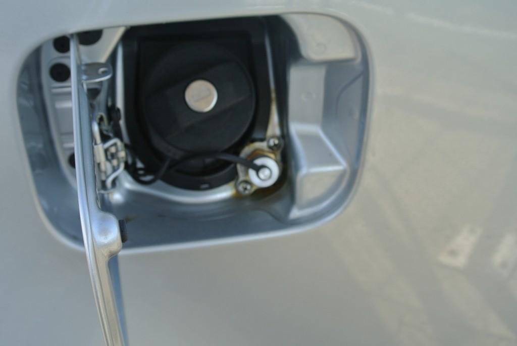 Autogas-Umruestung-LPG-Frontgas-VW-Caddy-12-TSI-Tankstutzen1-1024x685