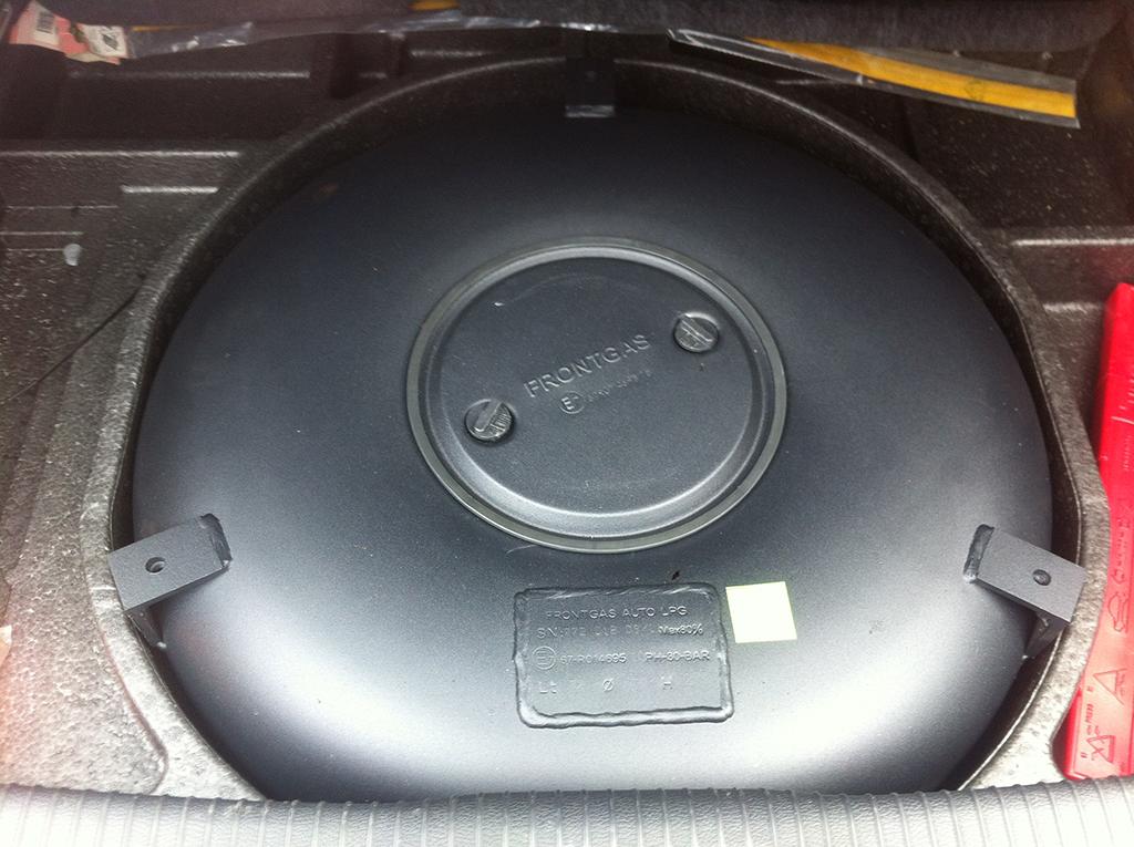 Autogas-Umruestung-LPG-Frontgas-VWGolf5-,0TFSI-GTI-Direkteinspritzer-Tank