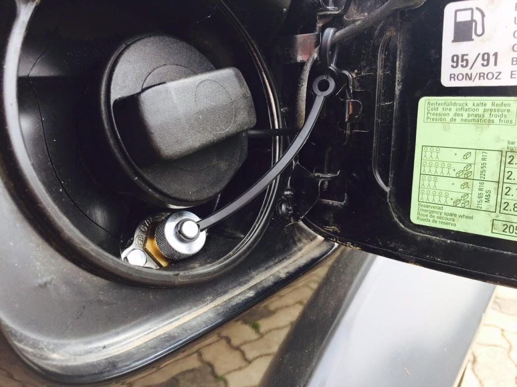 Autogas-Umruestung-LPG-Frontgas-Audi-A6-4B-27-Tankstutzen-1024x768