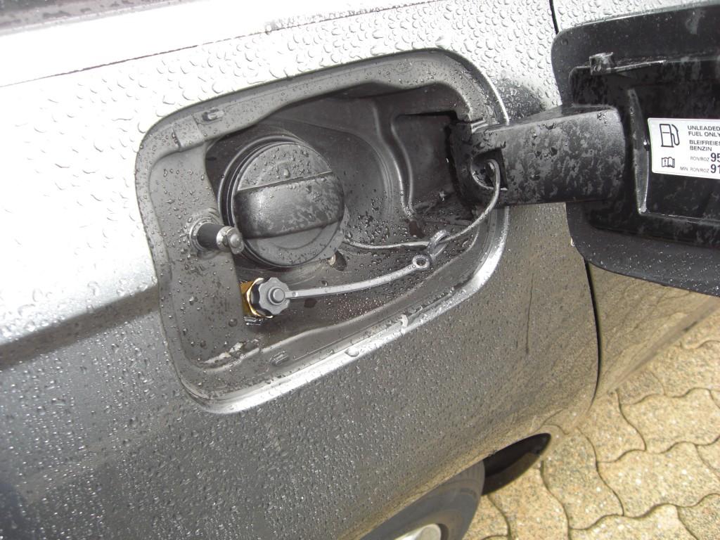 Autogas-Umruestung-LPG-Frontgas-Audi-A6-4G-28-Tankstutzen-1024x768