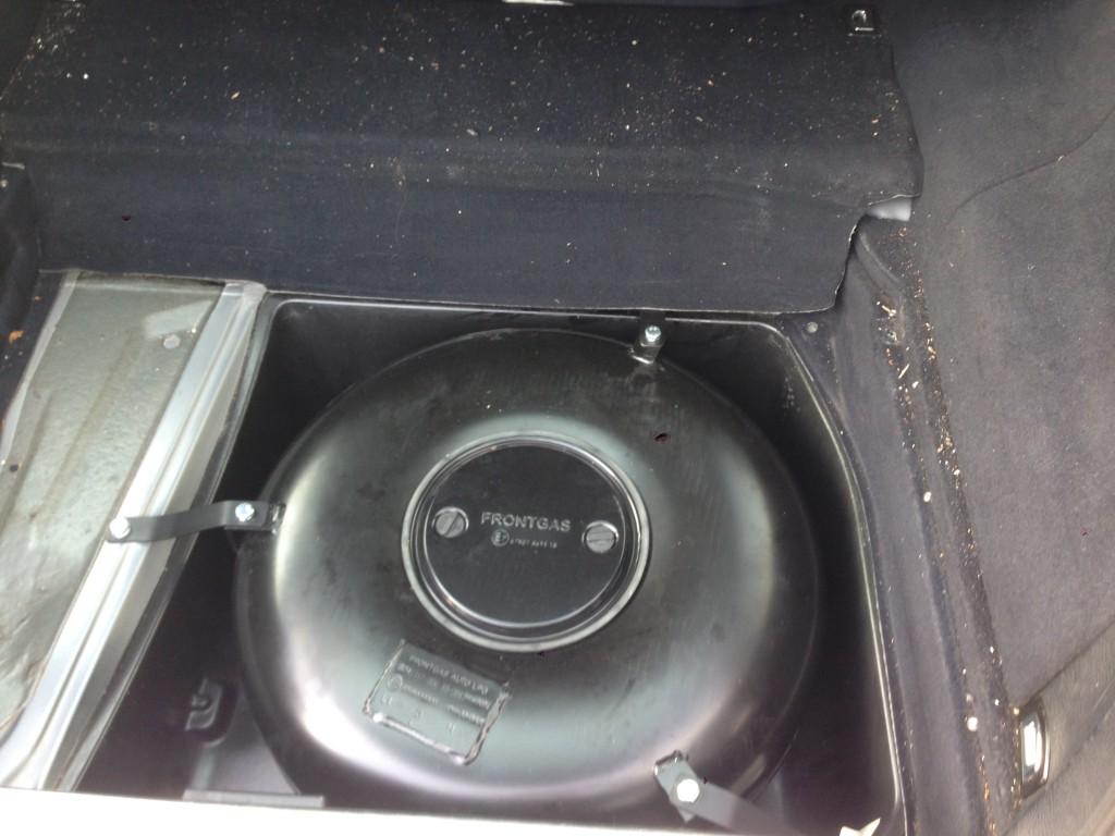 Autogas-Umruestung-LPG-Frontgas-Audi-A6-C4-28-Tank-1024x768