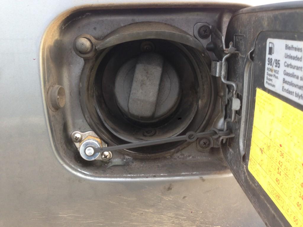 Autogas-Umruestung-LPG-Frontgas-Audi-A6-C4-28-Tankstutzen-1024x768