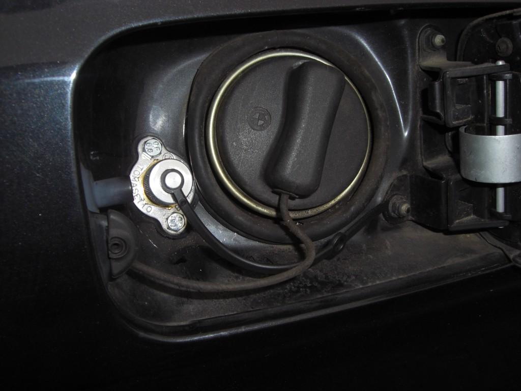 Autogas-Umruestung-LPG-Frontgas-BMW-520-E39-Tankstutzen-1024x768