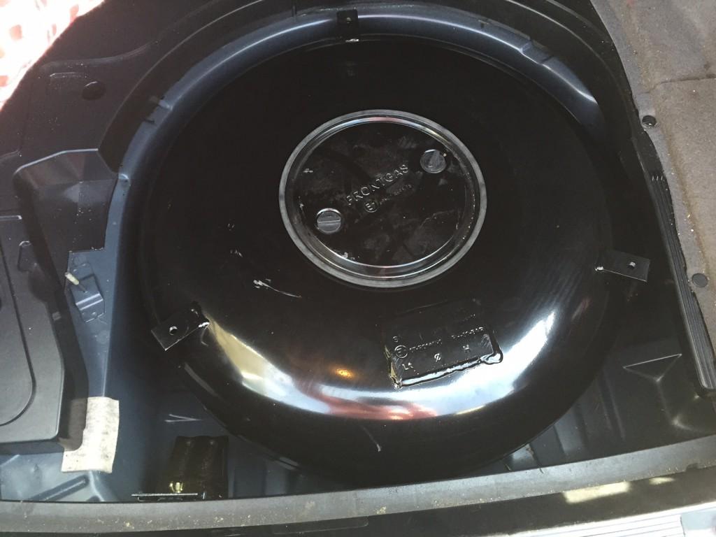 Autogas-Umruestung-LPG-Frontgas-BMW-523-E39-Tank-1024x768