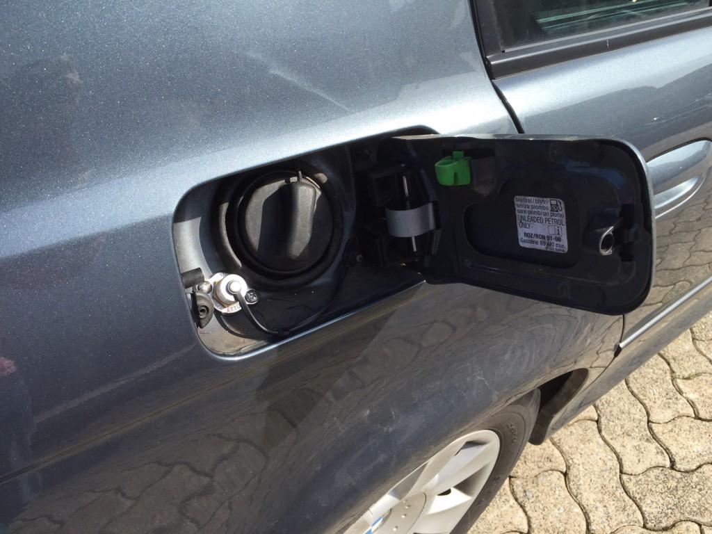 Autogas-Umruestung-LPG-Frontgas-BMW-523-E39-Tankstutzen-1024x768