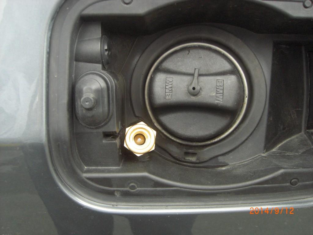 Autogas-Umruestung-LPG-Frontgas-BMW-545-E60-Tankstutzen-1024x768