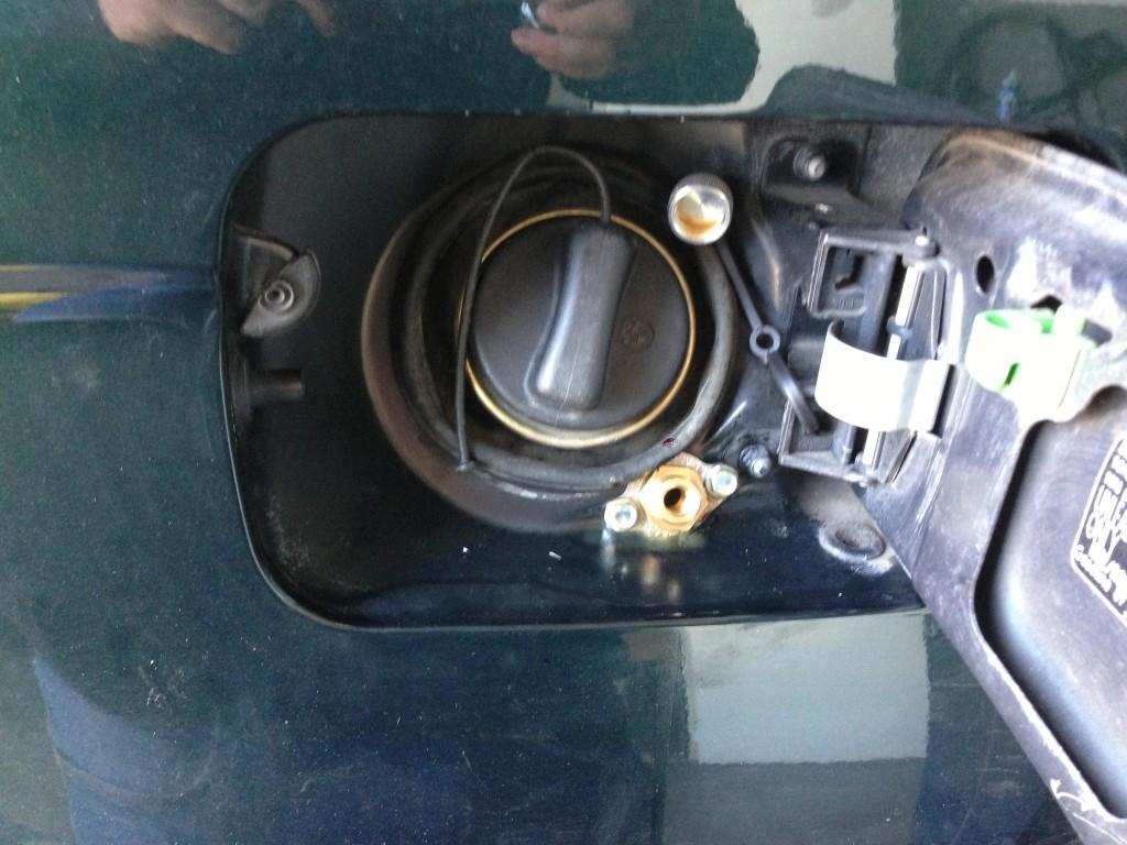 Autogas-Umruestung-LPG-Frontgas-BMW-X5-30-Tankstutzen-1024x768