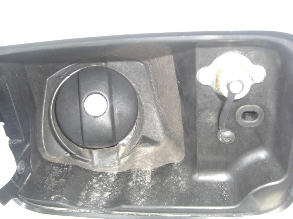Autogas-Umruestung-LPG-Frontgas-Citrioen-C8-Tankstutzen-1024x768