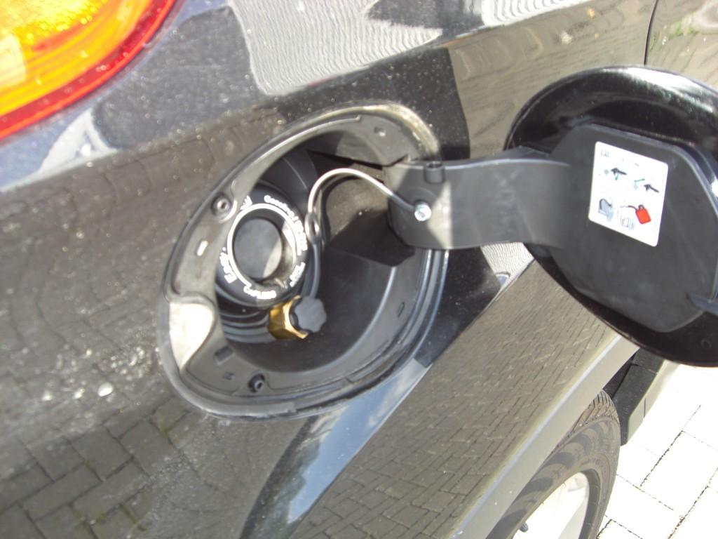 Autogas-Umruestung-LPG-Frontgas-Ford-Escape-Ecoboost-Tankstutzen-1024x768