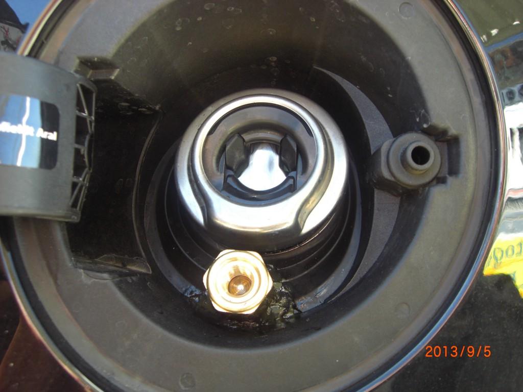 Autogas-Umruestung-LPG-Frontgas-Ford-Fiesta-1.2-Tankstutzen1-1024x768