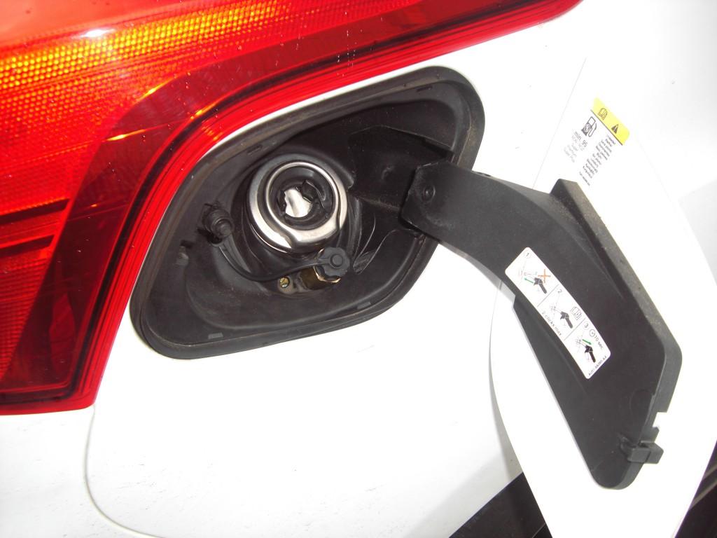 Autogas-Umruestung-LPG-Frontgas-Ford-Focus-1.6-Ecoboost-Tankstutzen-1024x768