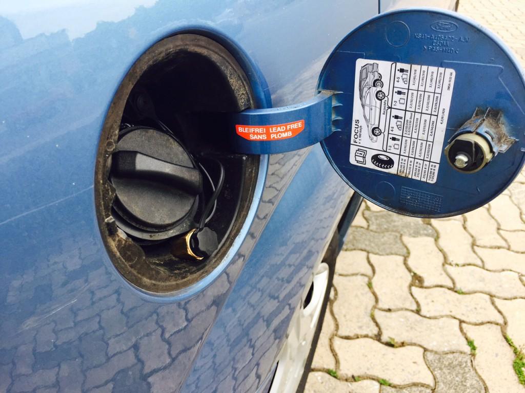 Autogas-Umruestung-LPG-Frontgas-Ford-Focus-1.6-Tankstutzen-1024x768