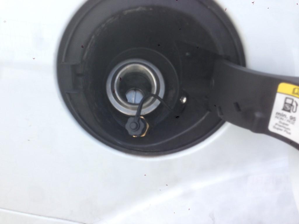 Autogas-Umruestung-LPG-Frontgas-Ford-Focus-ST-2.5-Tankstutzen-1024x768