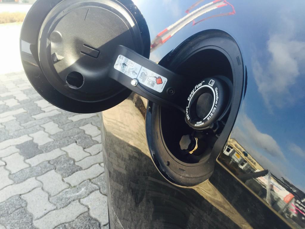Autogas-Umruestung-LPG-Frontgas-Ford-Mustang-3.8-Tankstutzen-1024x768