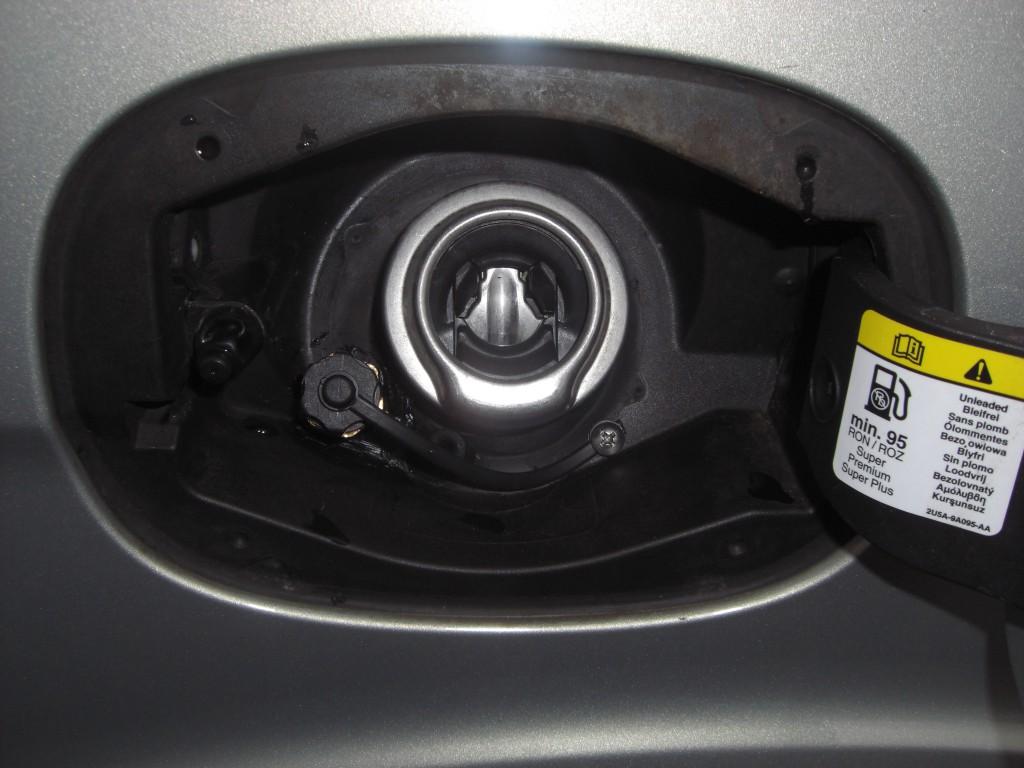 Autogas-Umruestung-LPG-Frontgas-Ford-S-Max-2.0-Tankstutzen-1024x768
