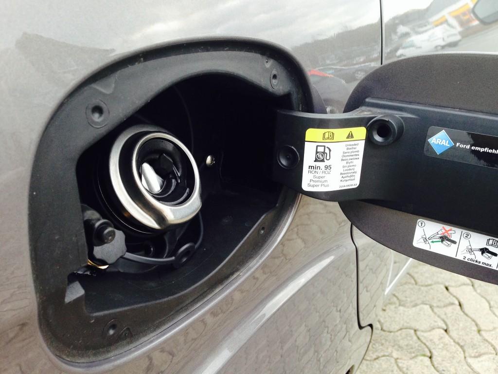 Autogas-Umruestung-LPG-Frontgas-FordGalaxy-Ecoboost-Tankstutzen-1024x768