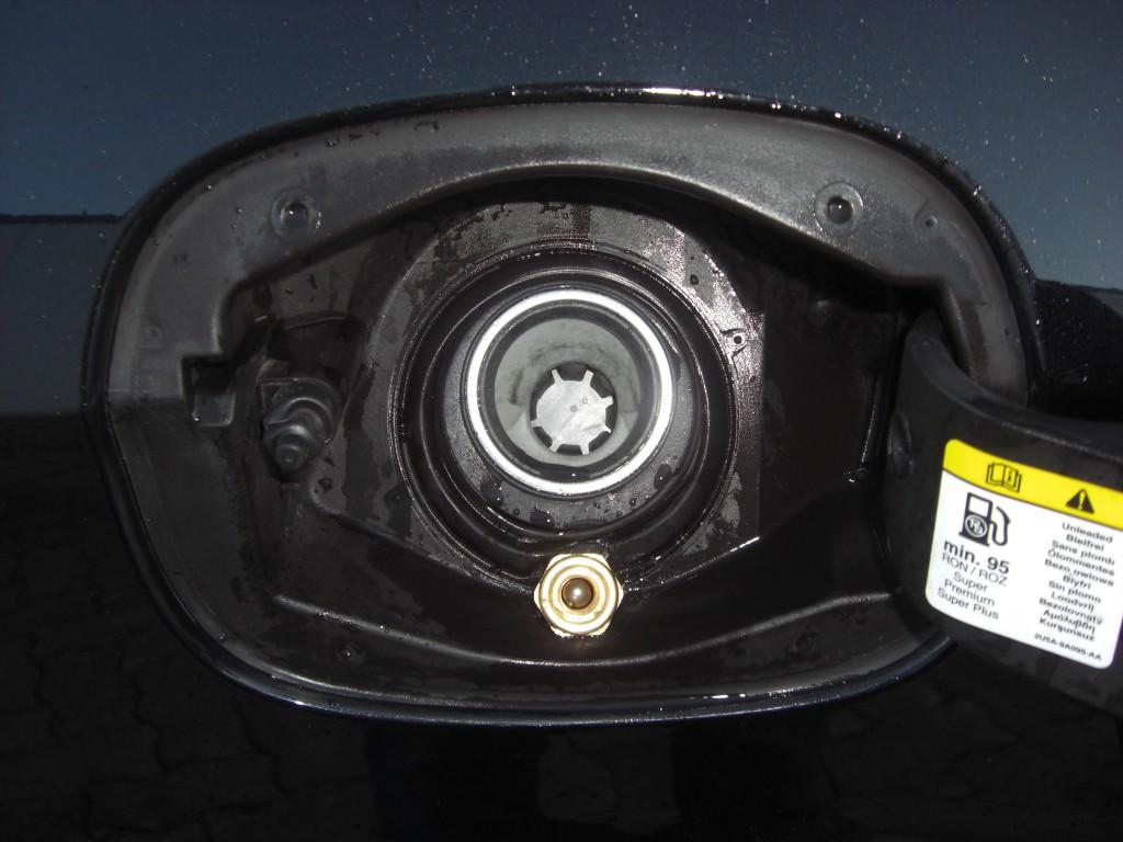 Autogas-Umruestung-LPG-Frontgas-FordMondeo-20-Tankstutzen-1024x768