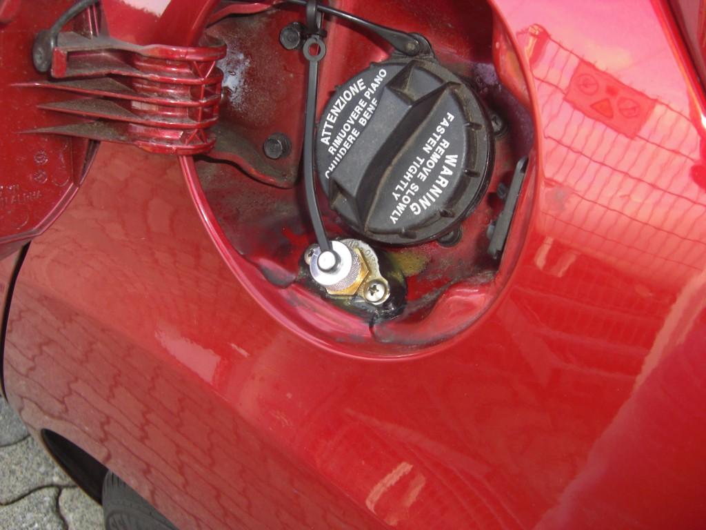 Autogas-Umruestung-LPG-Frontgas-Hyundai-IX20-Tankstutzen-1024x768