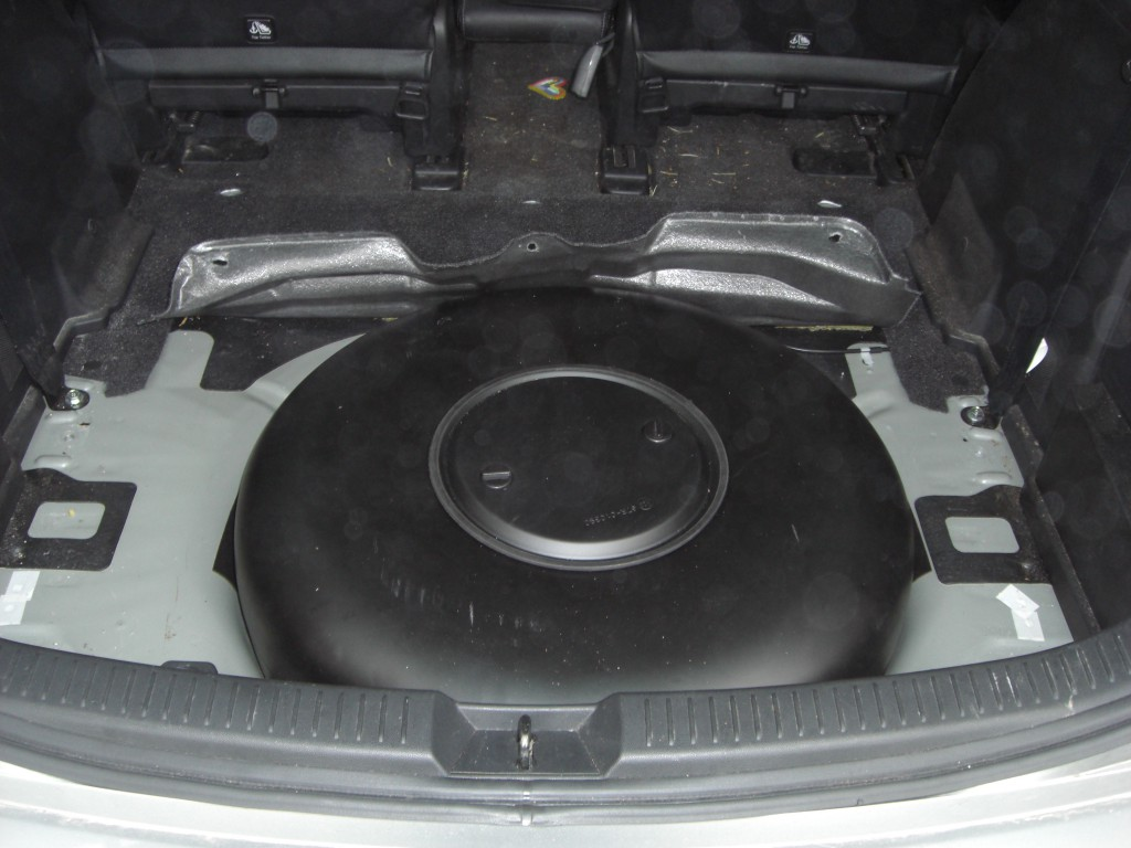Autogas-Umruestung-LPG-Frontgas-Mazda-5-Tank-1024x768