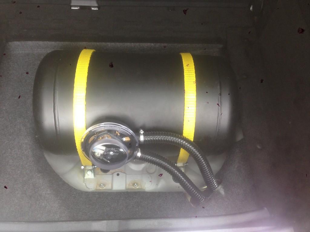 Autogas-Umruestung-LPG-Frontgas-Mercedes-B2003-Tank-1024x768