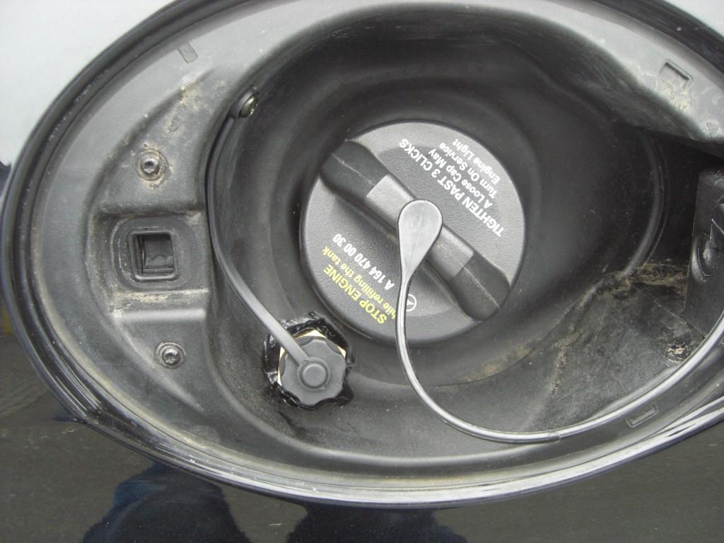 Autogas-Umruestung-LPG-Frontgas-Mercedes-GLK280-Tankstutzen-1024x768