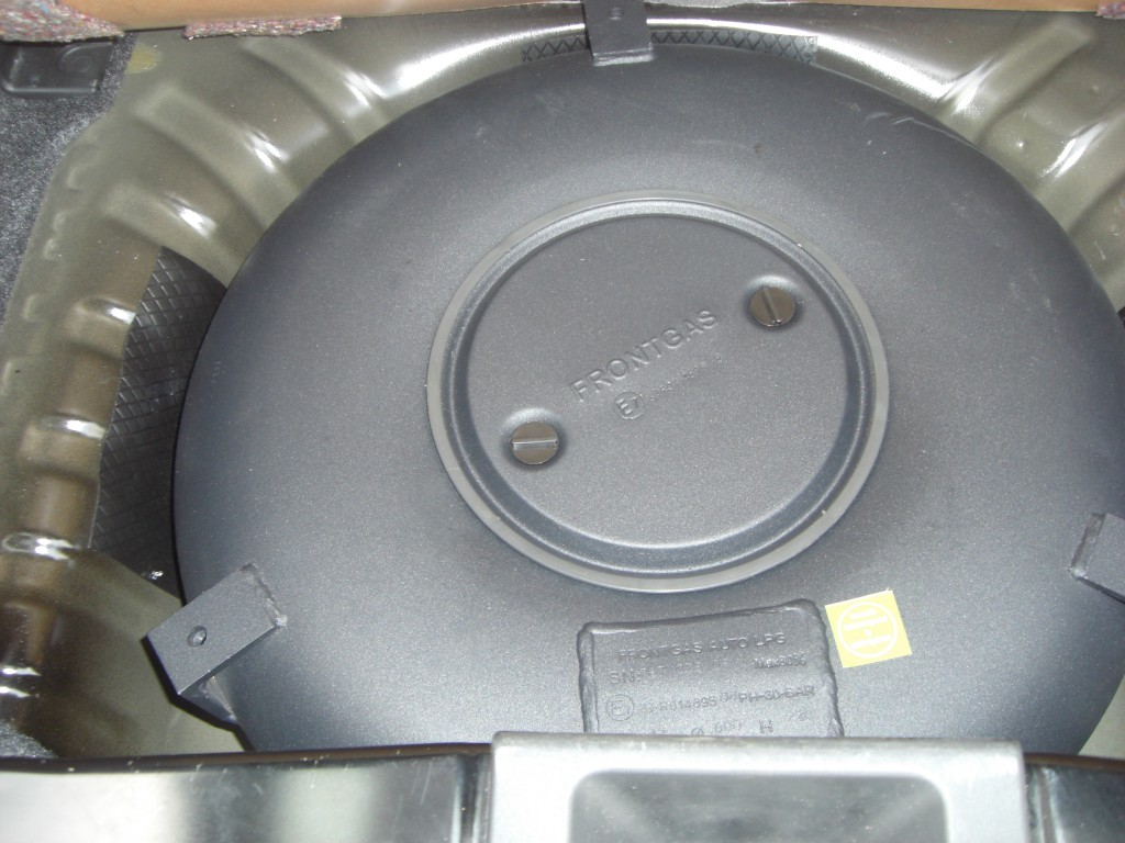 Autogas-Umruestung-LPG-Frontgas-Nissan-Micra-Tank-1024x768