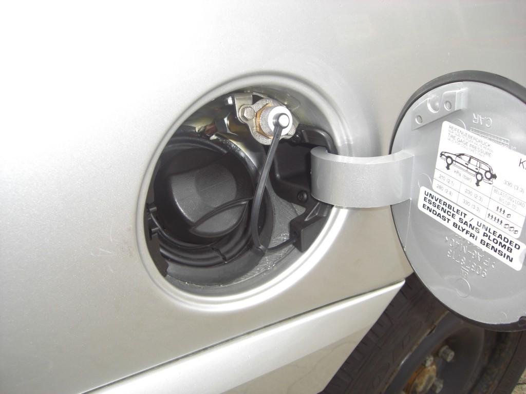 Autogas-Umruestung-LPG-Frontgas-Opel-Omega-Tankstutzen-1024x768
