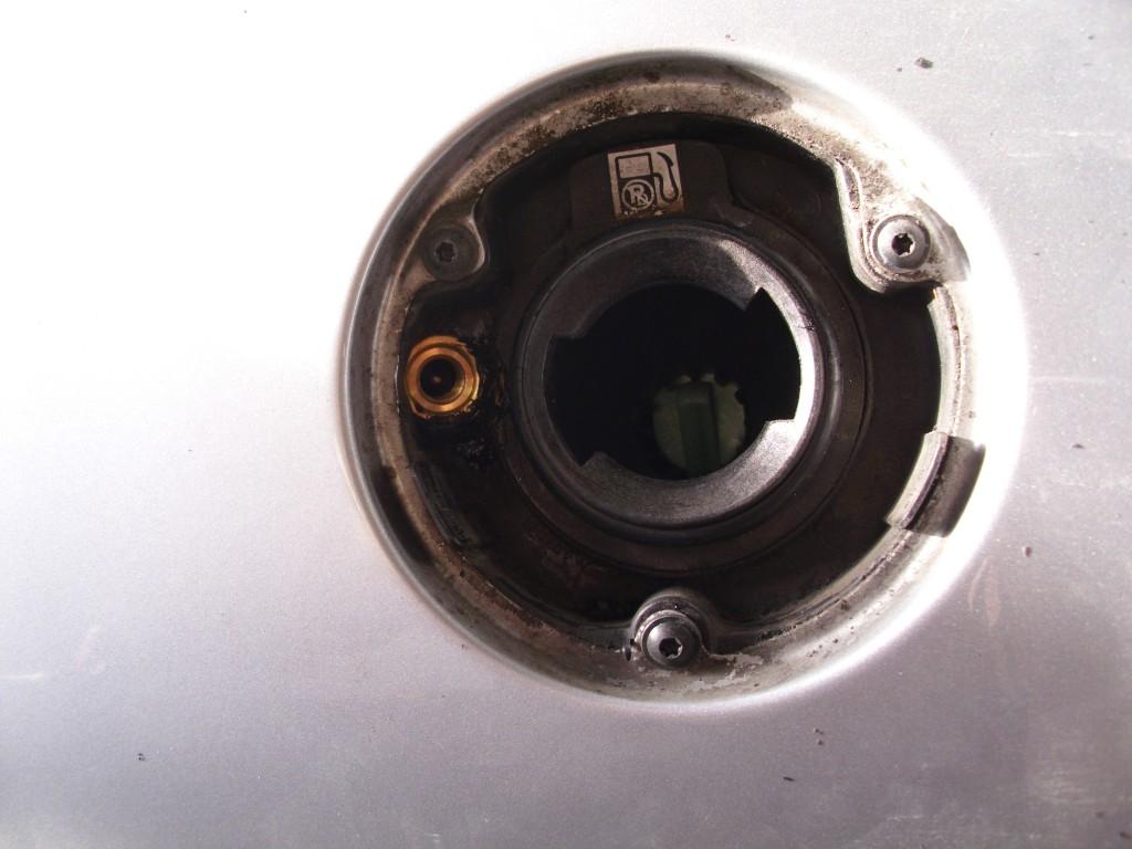 Autogas-Umruestung-LPG-Frontgas-Peugeot-206-Tankstutzen-1024x768