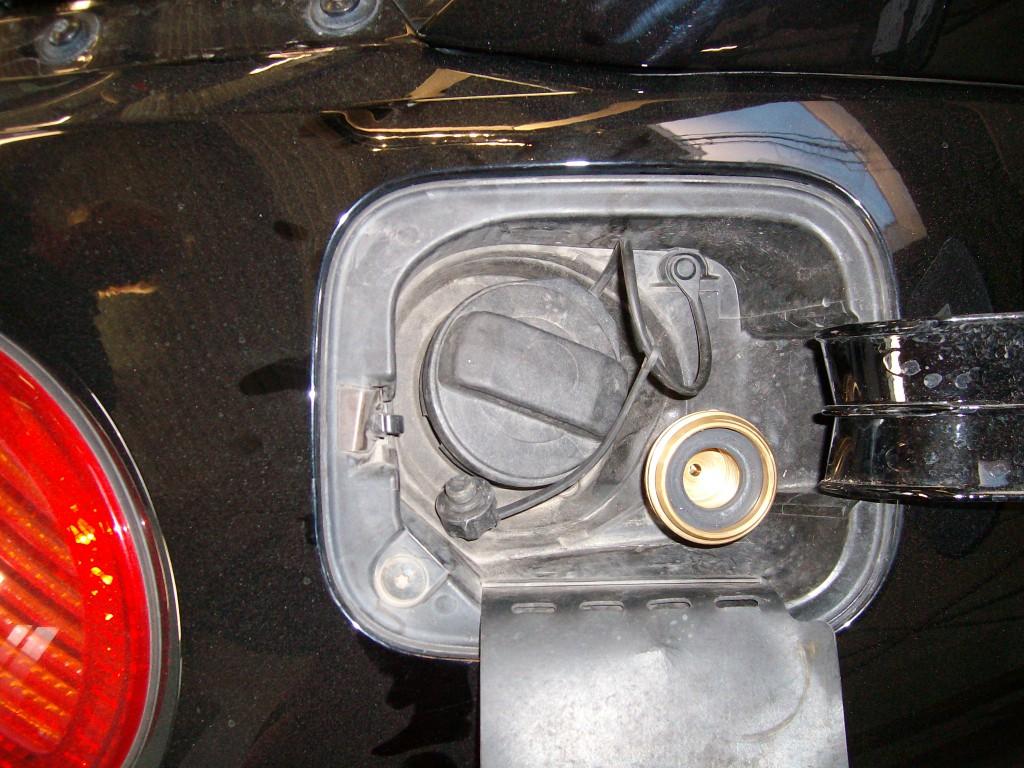 Autogas-Umruestung-LPG-Frontgas-VW-Beetle-18-Tankstutzen-1024x768