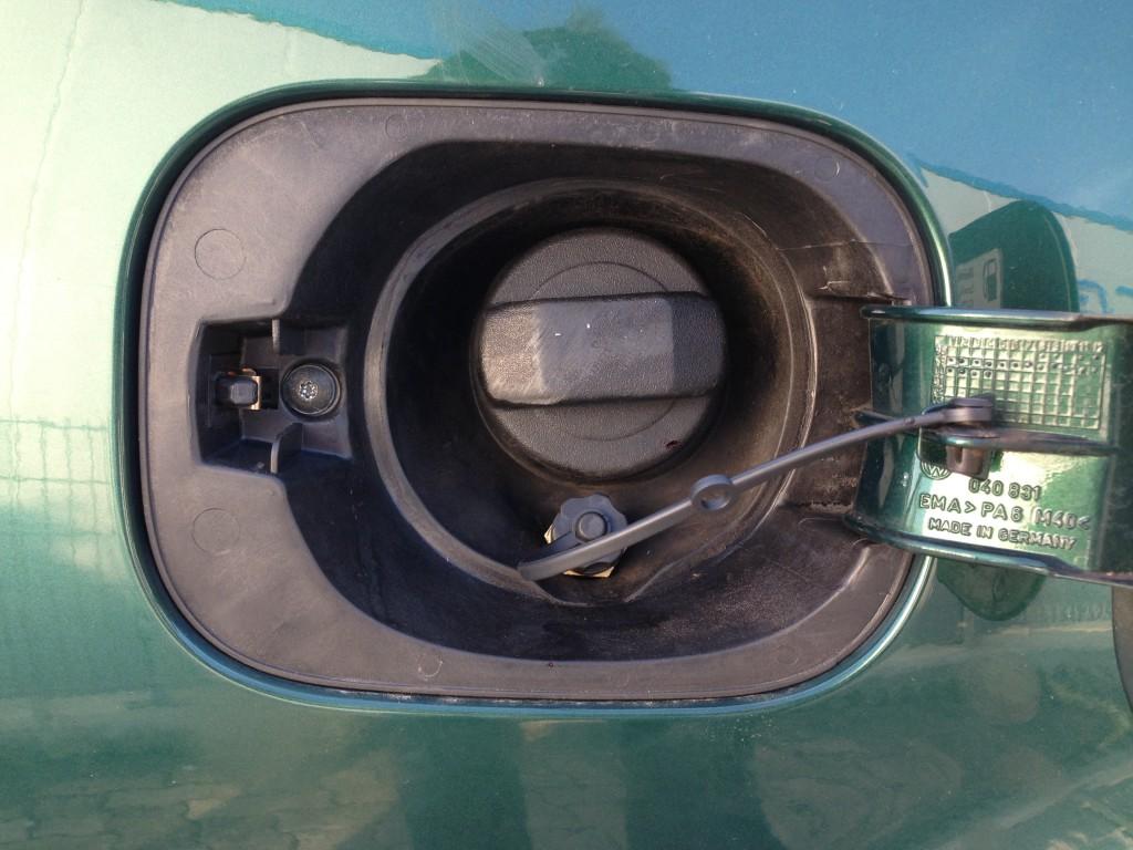 Autogas-Umruestung-LPG-Frontgas-VW-Bora-Variant-Tankstutzen-1024x768