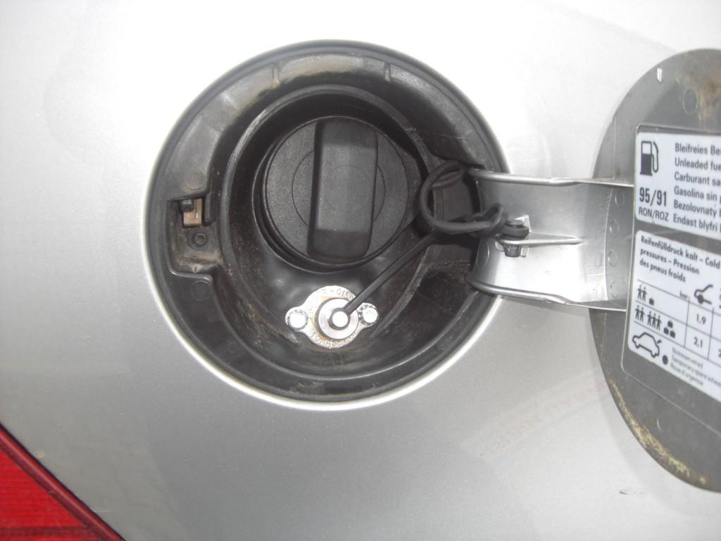 Autogas-Umruestung-LPG-Frontgas-VW-Golf-4-2.0-Tankstutzen-1024x768