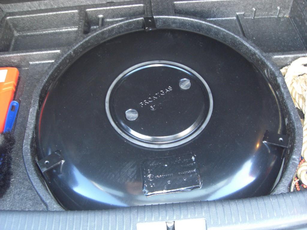 Autogas-Umruestung-LPG-Frontgas-VW-Golf-5-14-Tank-1024x768