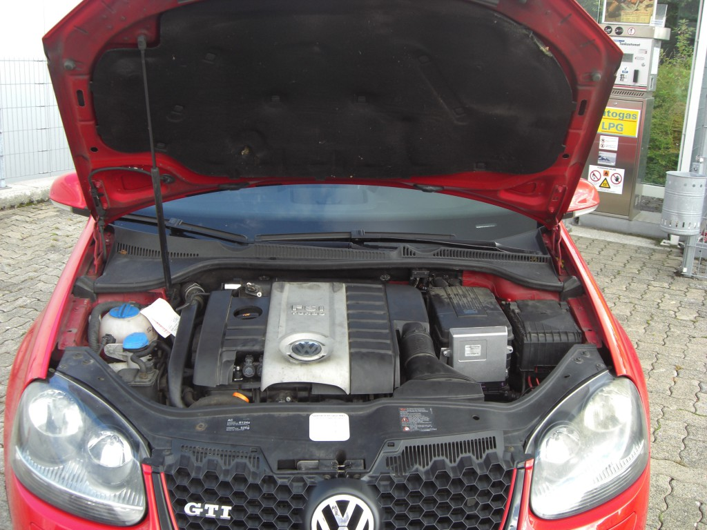 Autogas-Umruestung-LPG-Frontgas-VW-Golf-5-20-TFSI-GTI-System-1024x768