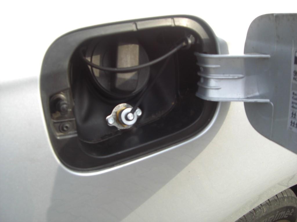Autogas-Umruestung-LPG-Frontgas-VW-Golf-6-1.4-Variant-Tankstutzen-1024x768