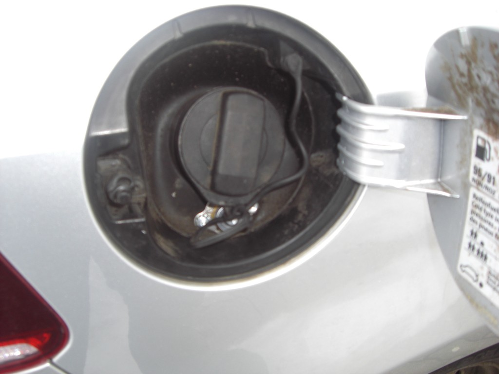 Autogas-Umruestung-LPG-Frontgas-VW-Golf-6-1.8-TSI-Tankstutzen-1024x768