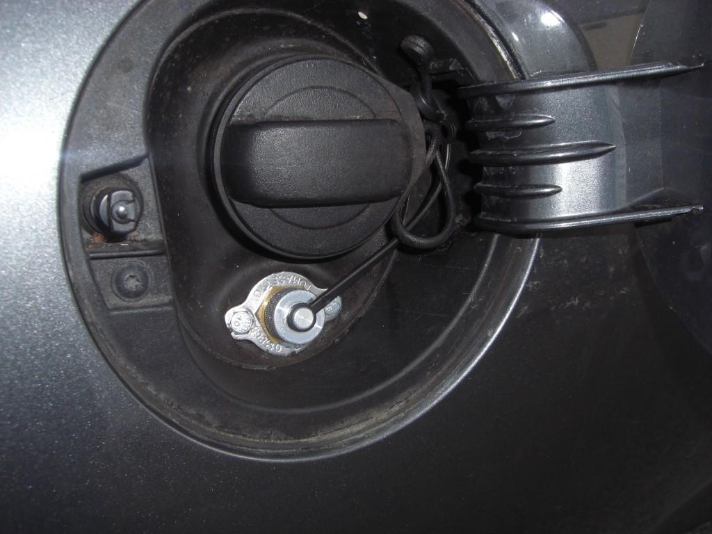 Autogas-Umruestung-LPG-Frontgas-VW-Scirocco-2.0TSI-Tankstutzen-1024x768