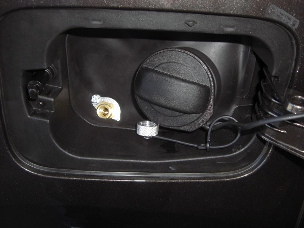 Autogas-Umruestung-LPG-Frontgas-VW-Sharan-20-TSI-Direkteinspritzer-Tankstutzen-1024x768