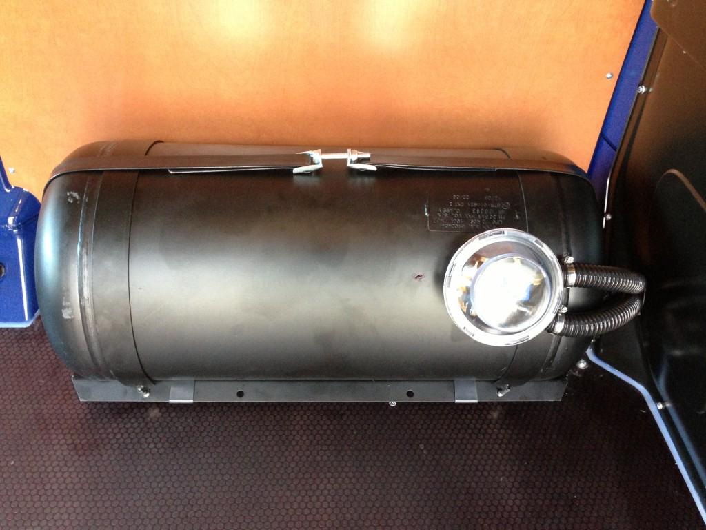 Autogas-Umruestung-LPG-Frontgas-VW-T5-2.0-TSI-Tank-1024x768