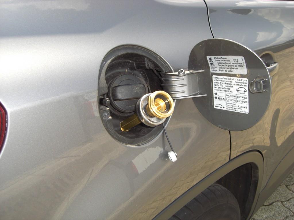 Autogas-Umruestung-LPG-Frontgas-VW-Tiguan-1.4-TSI-Tankstutzen-1024x768